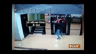 Man snatches woman's gold chain in Mumbai - INDIATV