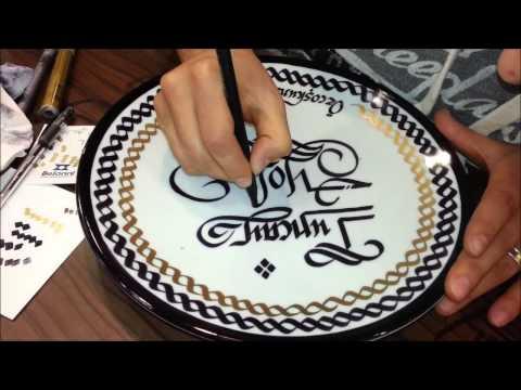 porselen tabak üzerine kaligrafi