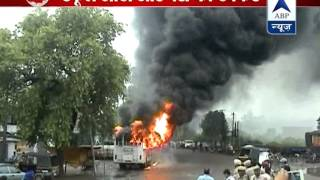Angered mob burns bus that rammed into an auto rickshaw carrying kids, injuring 9 - ABPNEWSTV