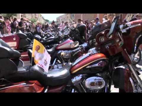 Raw: Harley Riders Roar Through Vatican