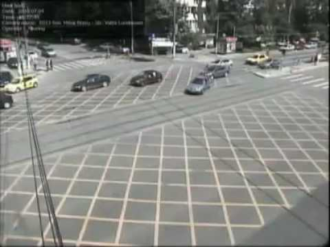 Accident auto violent in Bucuresti surprins pe camera