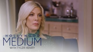 Tori Spelling Connects to Her Late Best Friend | Hollywood Medium with Tyler Henry | E! - EENTERTAINMENT