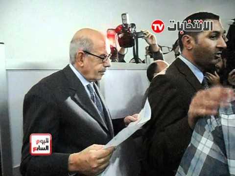 فيديو د.البرادعى اثناء الادلاء بصوته فى الانتخابات 2011