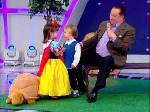 Raul Gil - Crianças reproduzem cena de Branca de Neve