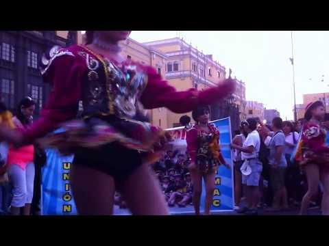 Saya sensual, girls dancing caporales