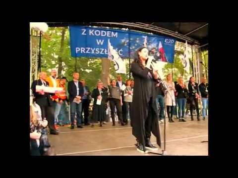 Wystąpienie Kayah na manifestacji KOD-u.