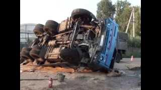 Страшная авария: легковушка перевернула КамАЗ