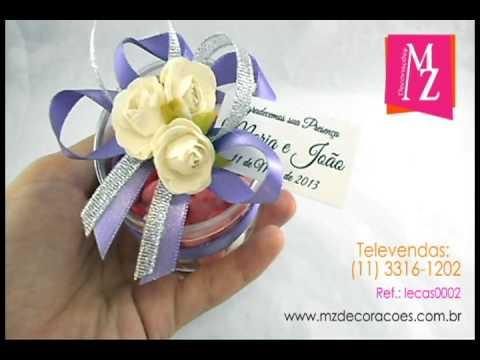 Lembrancinha de Casamento Potinho Redondo de Acrílico Personalizado com Flor e Balas de Coração