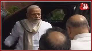 Prime Minister Modi, Amit Shah Arrive At BJP Headquarters To Receive Vajpayee's Mortal Remains - AAJTAKTV
