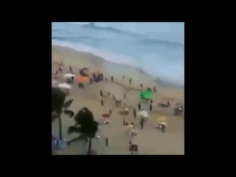 اعصار يقتل الناس على الشاطئ ,, Tornado