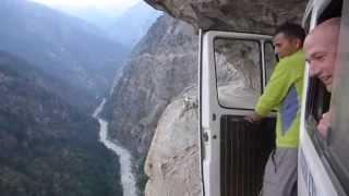مغامرة القيادة فوق جبال الهيمالايا