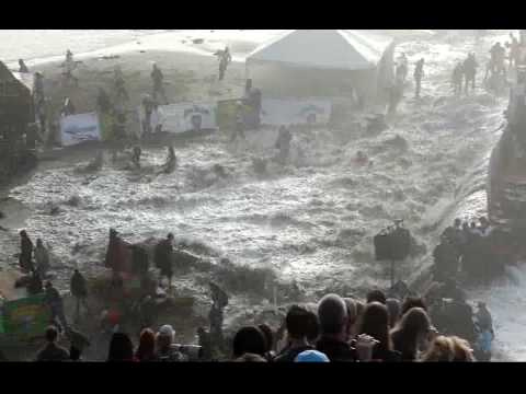Massive rogue wave injures crowd at the Maverick s Surf contest on 2 13 10