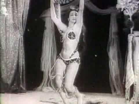 Luz Del Fuego - clipe raro de 1949 (dançando com cobra)