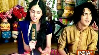 Radha Krish: Watch Krishna doing 'solah sringar' of Radha - INDIATV