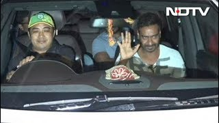 Ajay Devgn Mobbed By Fans After The Screening Of Raid - NDTV
