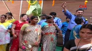 Women's Protest | Dress Circle Shopping Mall 9 Rupees Sarees Offer | Kadapa | CVR NEWS - CVRNEWSOFFICIAL