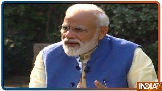 Akshay के चुटकुले के जवाब में PM Modi के गुजरातियों में पैसे की अहमियत और समाजवादियों पर चुटकुले - INDIATV
