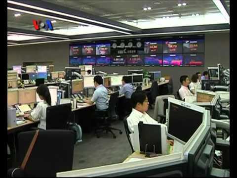 Pasar Sambut Dingin Penurunan Peringkat Bank-Bank Besar AS - VOA untuk Kabar Pasar 25 Juni 2012