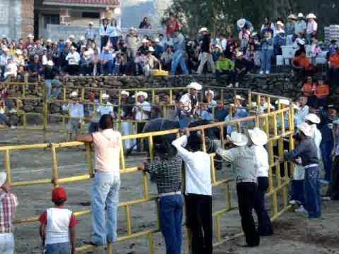 jaripeo en el desmontes, acambaro guanajuato (monta de toros) 2