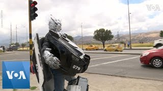 Colombian Transformer Makes a Living at Traffic Stop - VOAVIDEO