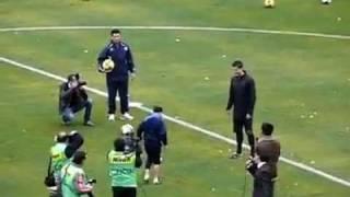 شاهد..طفل صغير يُبهر ساحر الكرة