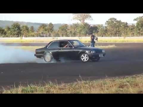 Derret Ferve Manobras De Carros Maneuvers Cars Suicide Autodromo De Campo Grande Ms 18/05/2014