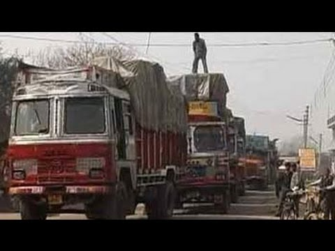 24 Hours: Not an easy road for India's truck drivers (Aired: December 2004)