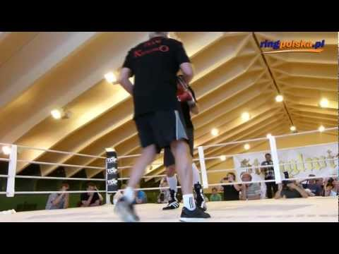 Przed Adamek - Kliczko: Vitali Klitschko working the mitts (full) – kopia