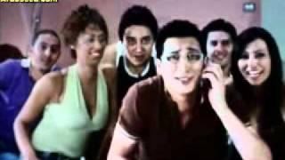 عيل تافه + حظاظة + شعر منكوش= ناشط سياسي