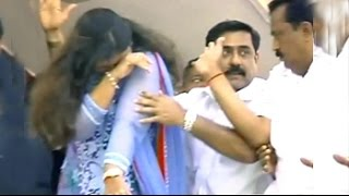 BJP's Pankaja Munde has an emotional moment - NDTV