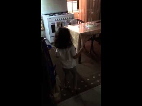daughter looking for her father prank!!! - صوت وصوره لايف