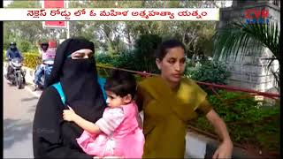Women Suicide with Her Children attempt at Tank Bund | Hyderabad | CVR News - CVRNEWSOFFICIAL