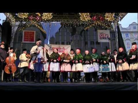 PRAHA - koledování TETEK z Kyjova a Horňáckého mužského sboru na Staroměstském náměstí 8