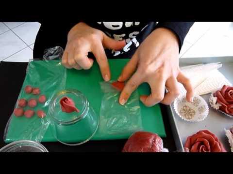Sugarpaste Rose czyli jak zrobić różę z lukru plastycznego