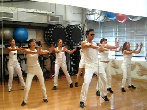 BAD ROMANCE Lady Gaga. FIT Dance Class at Clube3 Academia São Paulo. Juno AG. and students.