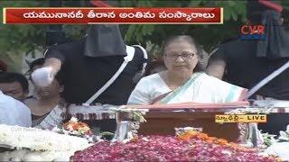 Lok Sabha Speaker Sumitra Mahajan Pays Last Respect to Atal Bihari Vajpayee | CVR NEWS - CVRNEWSOFFICIAL