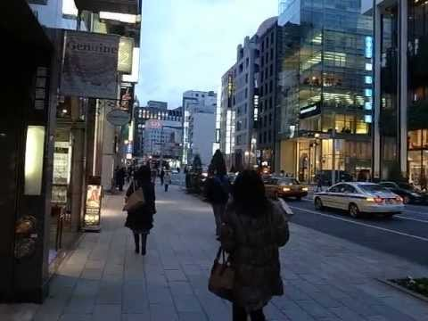 Ginza - Building Shortcut from Chuo-Dori to Back Street 銀座 (130205)