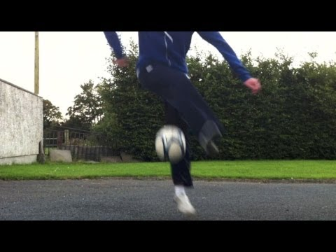 Reverse Crossover (Tutorial) :: Freestyle Football