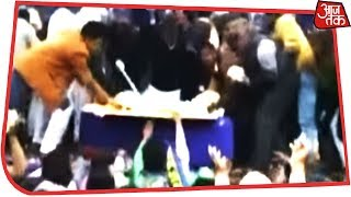 BSP Supporters Loot Cake, Party With Bar Dancers During Mayawati's Birthday Celebrations - AAJTAKTV