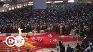 Nigerian megachurches draw in the faithful, and their cash | DW English - DEUTSCHEWELLEENGLISH