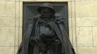 Statues come alive in London - CNN