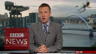"""بالفيديو .. نشرة """"بي بي سي"""" مع ترجمة لغة العناكب"""