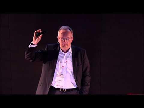 Jacek Walkiewicz podczas wykładu dla TEDx