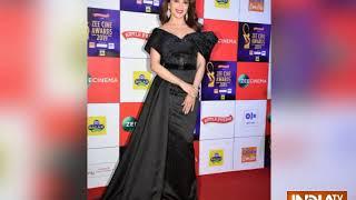 Deepika Padukone and Alia Bhatt bond, Varun Dhawan seeks blessing from Hema Malini at awards night - INDIATV