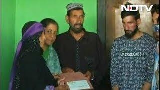 शहीद जवान औरंगजेब के परिवार से मिलीं रक्षा मंत्री निर्मला सीतारमण - NDTVINDIA