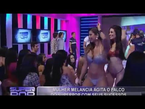 Mulher Melancia dançando de biquini.mp4