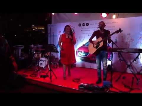 BubuGiri - The Way You Make Me Feel (Cover) @ Mazda Fashion Street 2014