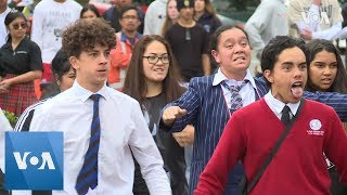Students perform traditional Haka to mourn New Zealand mosque shooting victims. - VOAVIDEO