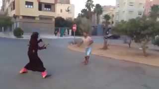 """شاهد.. مغربية تستعرض مهارة جبّارة في """"كرة القدم"""""""