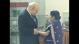 EAM Swaraj meets her French counterpart Jean-Yves Le Drian - TIMESOFINDIACHANNEL